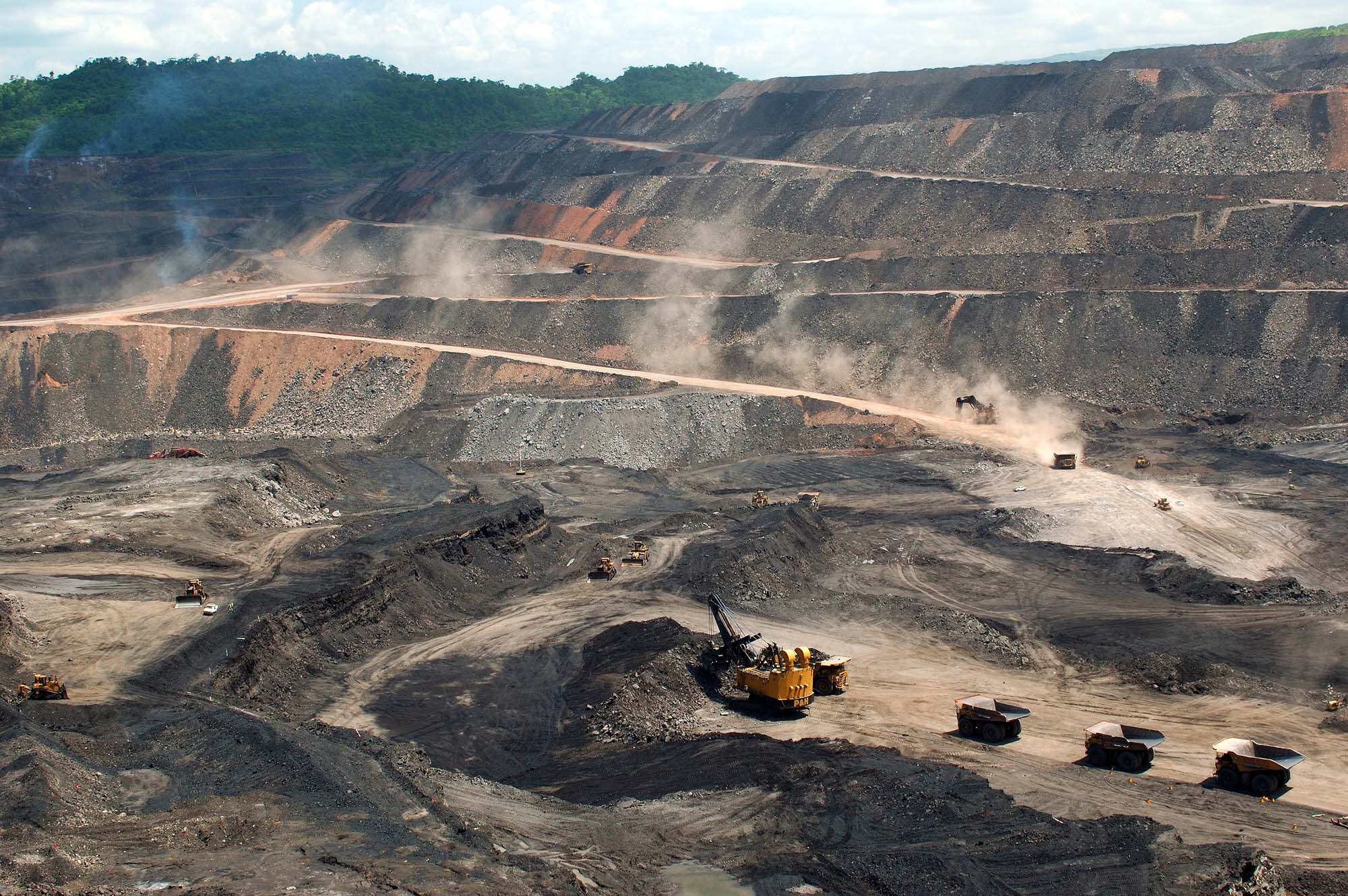 Mine operations at the Paso Diablo coal mine in Venezuela.  Mandatory Credit: Vismedia +44  (0) 20 7436 9595